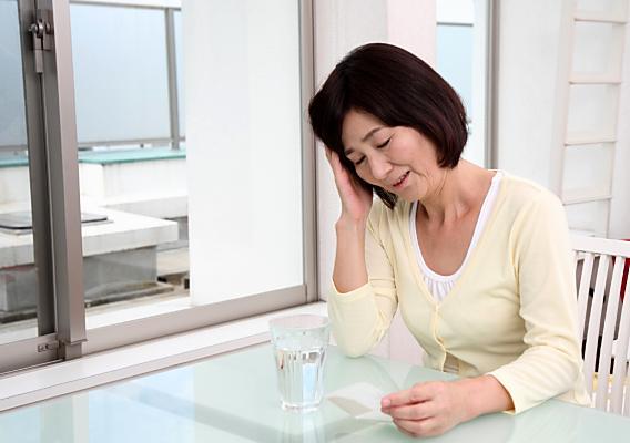 更年期障害(倦怠感、吐気、偏頭痛)で整体へ治療に来られた50代女性の方