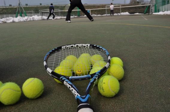 『ソフトテニスの練習中に膝が痛い!』という小学生