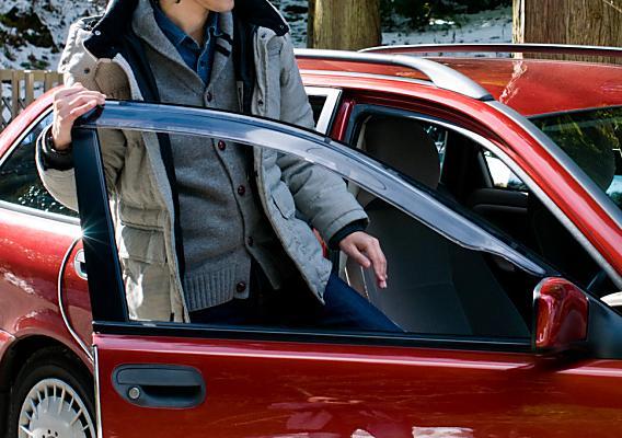 『車を乗り降りする時に腰がピキッとして痛い』という営業マンが整体へ・・